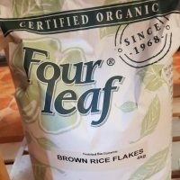 Four leaf brown rice flakes